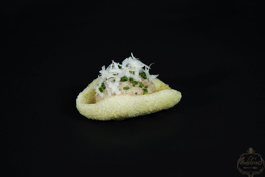 Rice chips with mushroom mousse